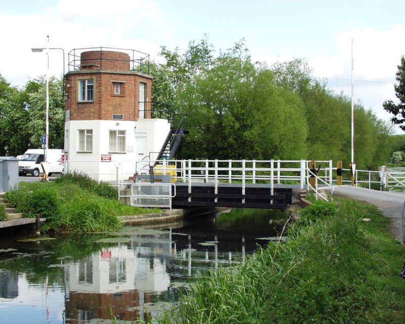 Bonds Mill lift bridge